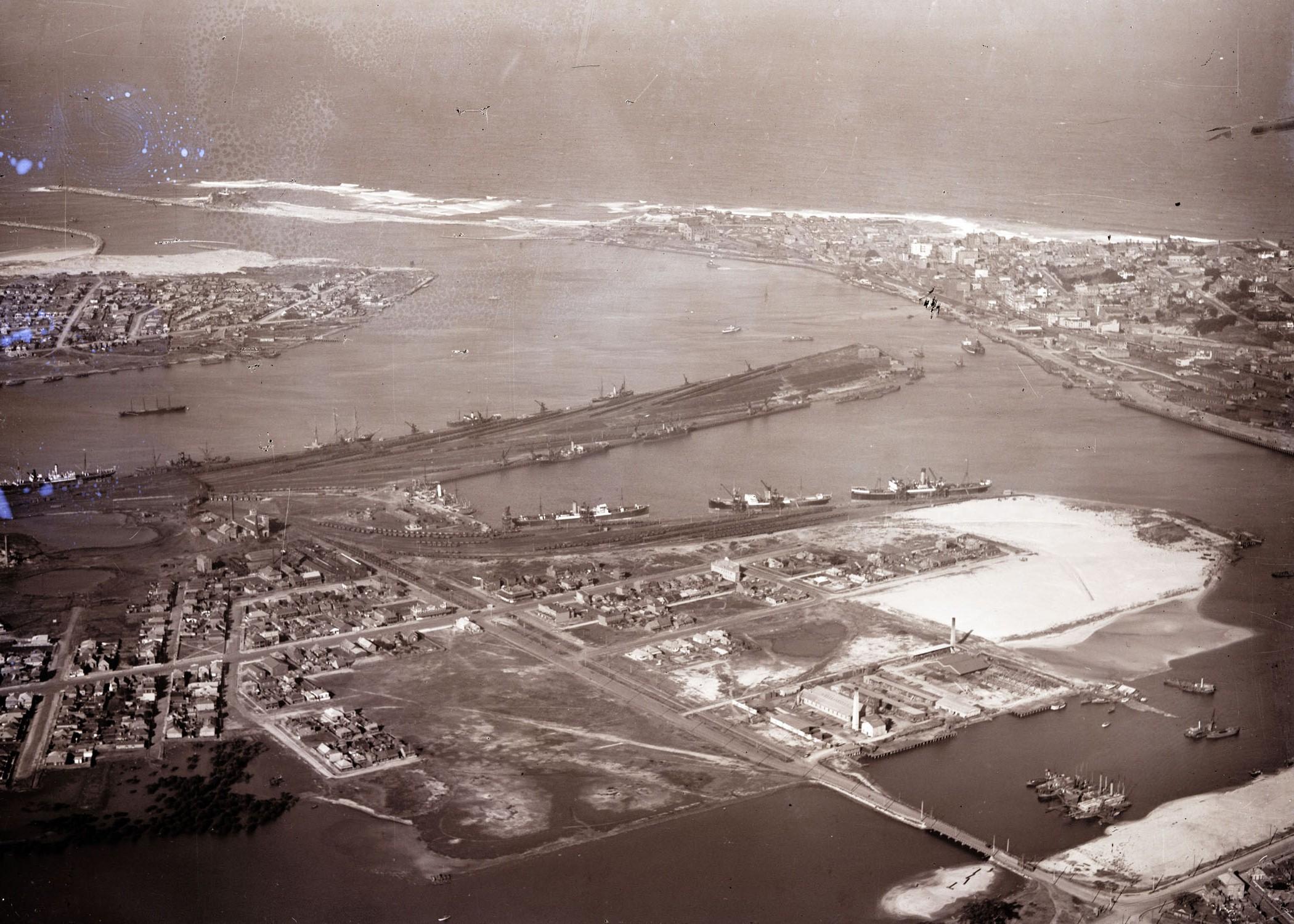 Newcastle harbour looking east, 1930 (Courtesy of Phillip warren)