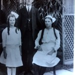 Image of Unidentified Father and two daughters