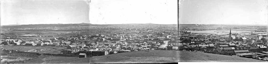 To display the three images that made up the Snowball panorama of Newcastle, taken from the Obelisk, in 1906.